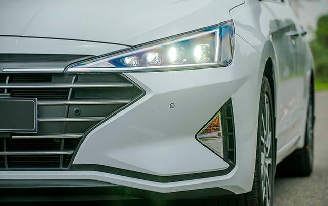 Hyundai Elantra 2019 (4)